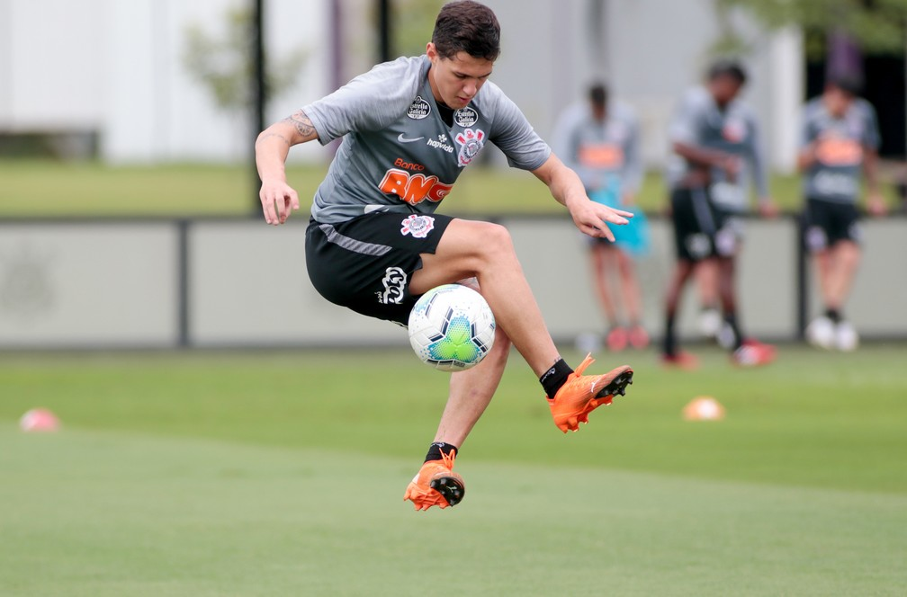 Mateus Vital em treino do Corinthians